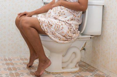 беременная девушка на унитазе