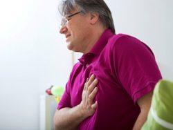 у мужчины болит в груди