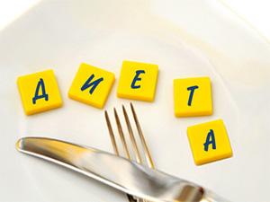 нож и вилка на тарелке