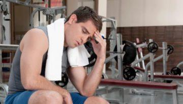 мужчина после тренировки