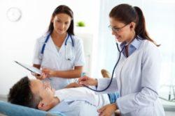 осмотр пациента врачём