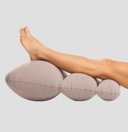 подушка в ногах