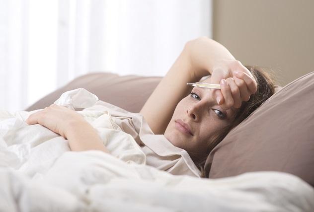 Болит живот и температура 37-38: с чем это связано?