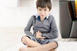 у ребенка болит живот
